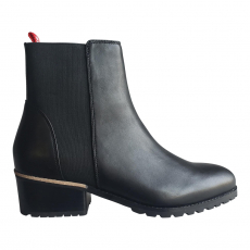 . PIA BOOT BLACK